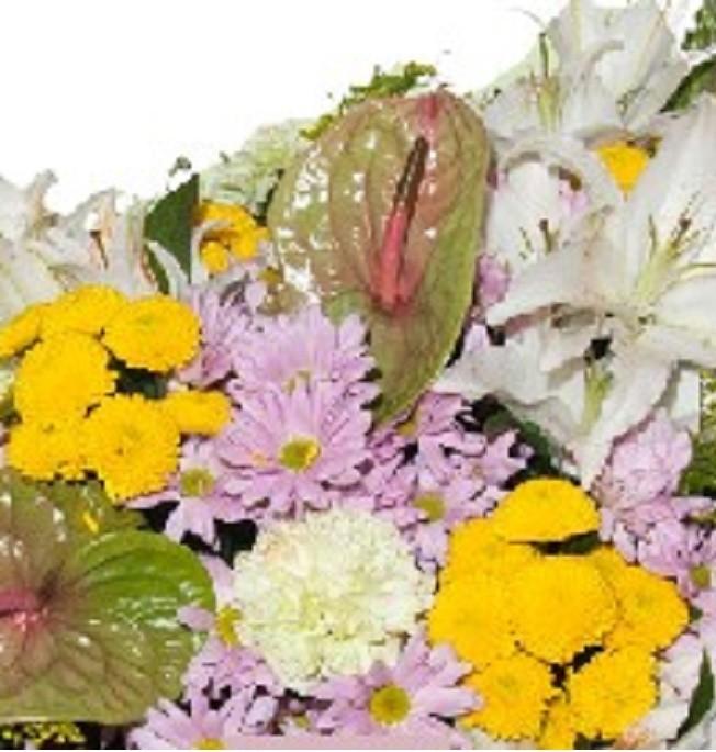 Centro. En flor variada o rosas a su elección. Dimensiones: 35cm largo.